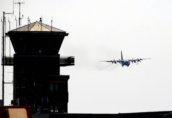 Задачей авиадиспетчера является обеспечение безопасного, регулярного и упорядоченного движения самолетов, вертолетов и других воздушных судов. Военно-воздушная база, Нидерланды