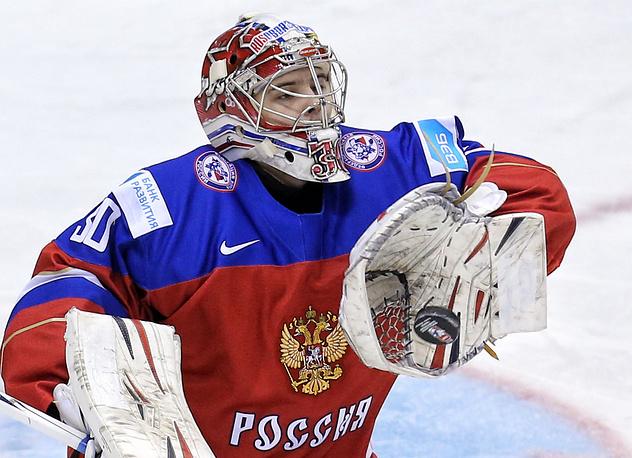 Вратарь сборной России Игорь Шестеркин стал одним из лучших игроков матча
