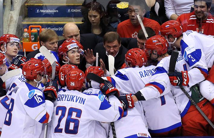 Хоккеисты сборной России во время тайм-аута