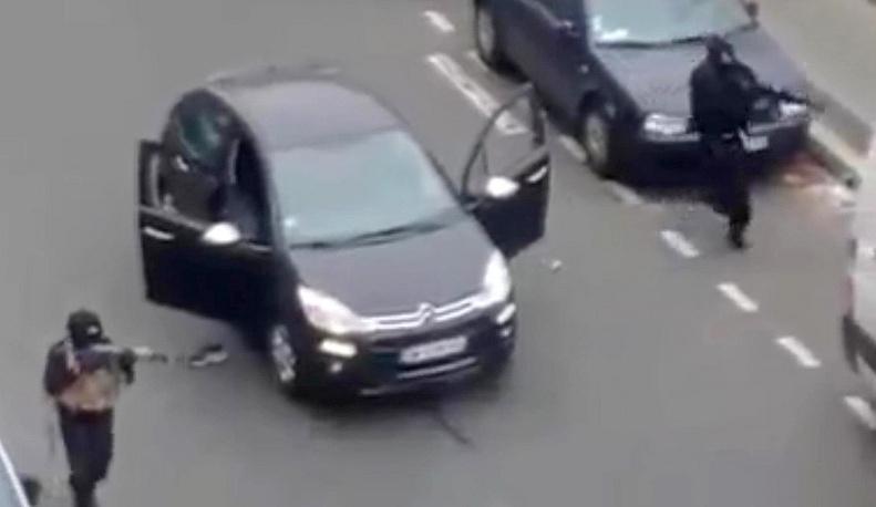 7 января двое вооруженных мужчин напали на редакцию сатирического журнала Charlie Hebdo