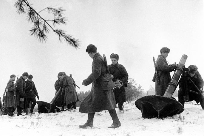 Восточная Пруссия. Советские минометчики оборудуют огневую позицию. 1945 год