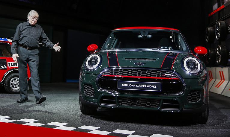 Победитель ралли Монте-Карло 1967 года Рауно Аалтонен представляет мировую премьеру Mini John Cooper Works