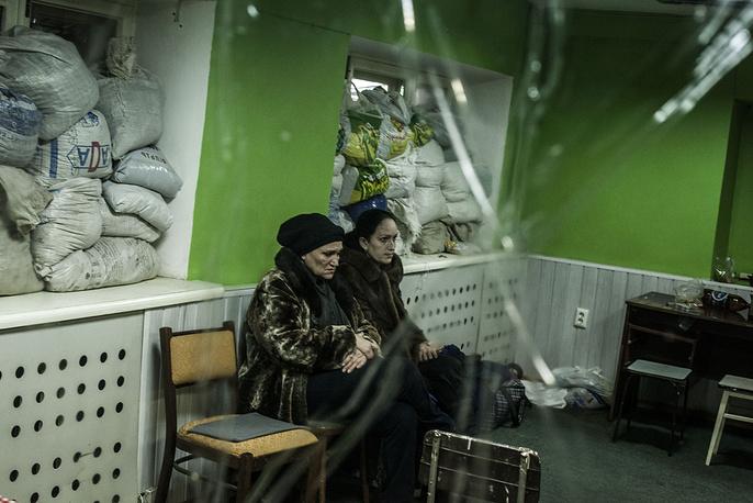 Бомбоубежище в Донецке во время обстрелов, 18 января