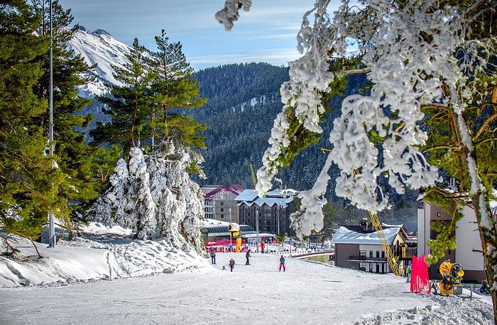 Поселок «Романтик» на курорте «Архыз» открыт для активного зимнего отдыха с декабря 2013 года.