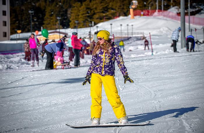 Были организованы соревнования по сноуборду и горным лыжам, любительские состязания по джиббингу и фристайлу.