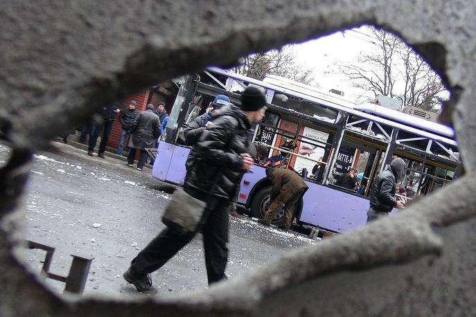На месте обстрела троллейбуса и остановки общественного транспорта