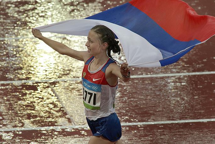 Пока неизвестно, будет ли она лишена олимпийских медалей Пекина и Лондона. На фото: Ольга Каниськина, завоевавшая золотую медаль Олимпиады 2008 года в ходьбе на 20 км