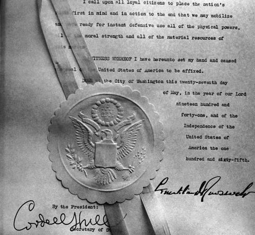 Подпись Франклина Делано Рузвельта, госсекретаря США Кордела Халла и Большая печать США на прокламации об объявлении общенационального чрезвычайного положения 28 мая 1941 года