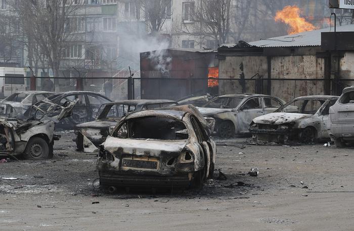 По словам очевидцев, обстрел Мариуполя шел со стороны завода имени Ильича. Эта территория подконтрольна украинским военным