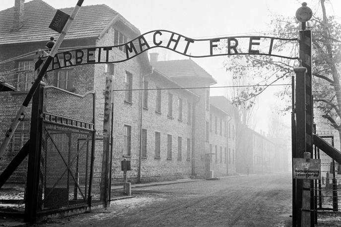 Главные ворота, ведущие в лагерь Освенцим