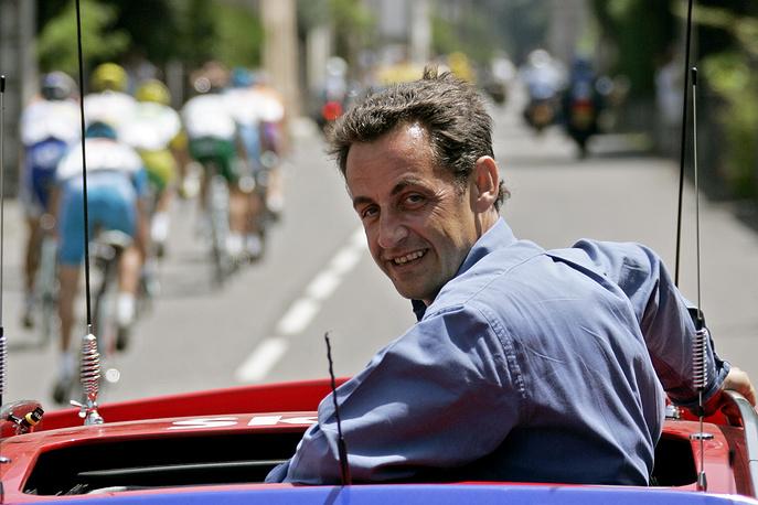 """Николя Саркози в должности министра внутренних дел Франции на велогонке """"Тур де Франс"""", 2005 год"""