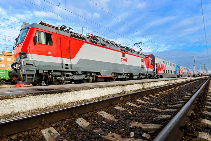 Двухэтажный пассажирский поезд дальнего следования Москва - Адлер впервые отправился по маршруту 1 ноября 2013 года. Вместимость вагонов состава - 32-64 человека (в зависимости от типа и класса вагона). Максимальная скорость составляет 160 км/ч