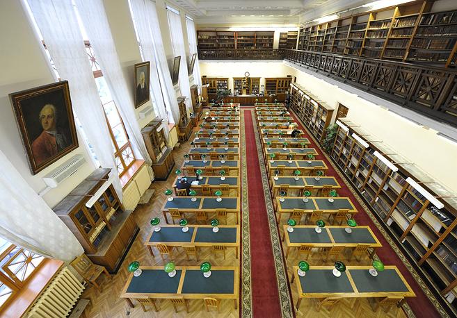 За первые десять лет после пожара было отреставрировано всего 900 книг. В настоящее время в библиотеке хранится более 20 млн книг, а также несколько ценнейших древних рукописей. На фото: читальный зал, 2014 год