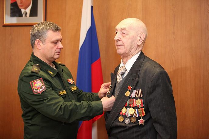 Юнга Северного флота Геннадий Додонов, которому вручили награду спустя 30 лет после совершения подвига