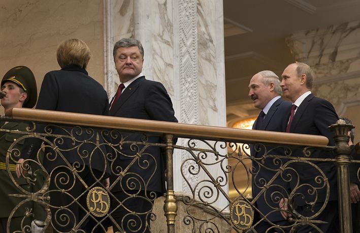 Встреча в Минске проходила сначала в узком составе, затем к главам государств присоединились делегации, а через несколько часов они снова вернулись к узкому составу