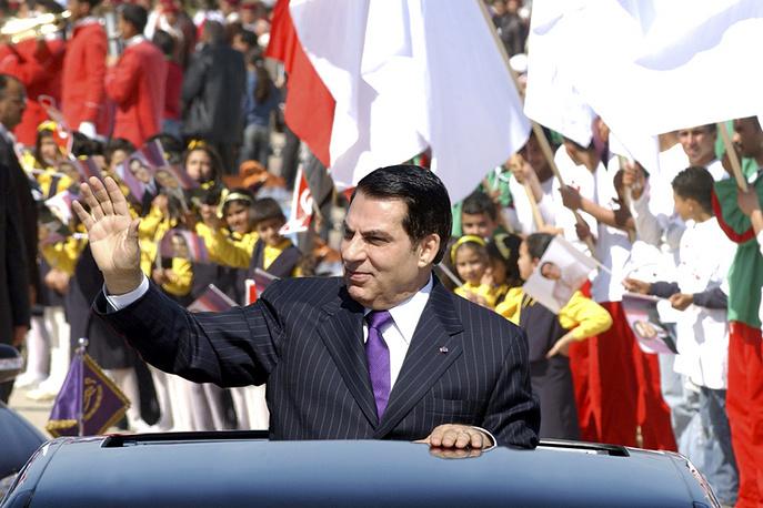 """19 июля 2012 г. военный суд Туниса признал бывшего президента страны Зина аль-Абидина Бен Али виновным в причастности к убийству участников """"революции 14 января"""" и заочно приговорил его к пожизненному заключению"""