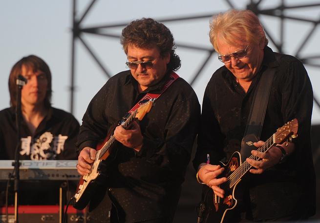 Музыкант Юрий Антонов (справа) на фестивале KUBANA-2013, Краснодарский край