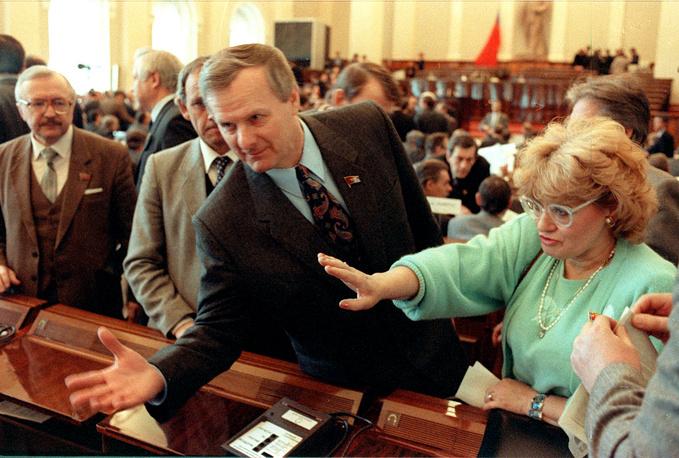 Народные депутаты Анатолий Собчак и Бэлла Куркова на Третьем внеочередном съезде народных депутатов РСФСР, 1991 год