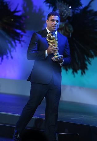 В 2011 году Роналдо принял решение об уходе из футбола. Осенью того же года он возглавил оргкомитет по подготовке Бразилии к чемпионату мира 2014 года