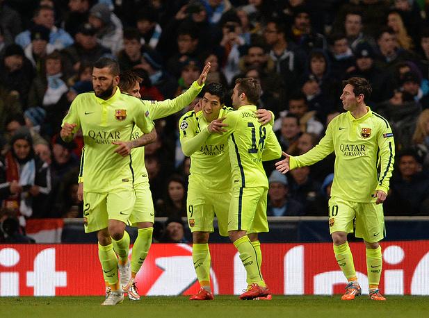 """Футболисты """"Барселоны"""" на выезде обыграли """"Манчестер Сити""""; дубль в составе испанской команды на счету Луиса Суареса"""