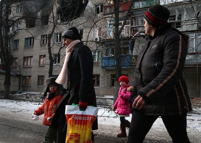 По данным ДНР, украинские силовики потеряли в Дебальцеве до 3,5 тысячи человек. На фото: Дебальцево после отвода украинских военных, 21 февраля 2015 года