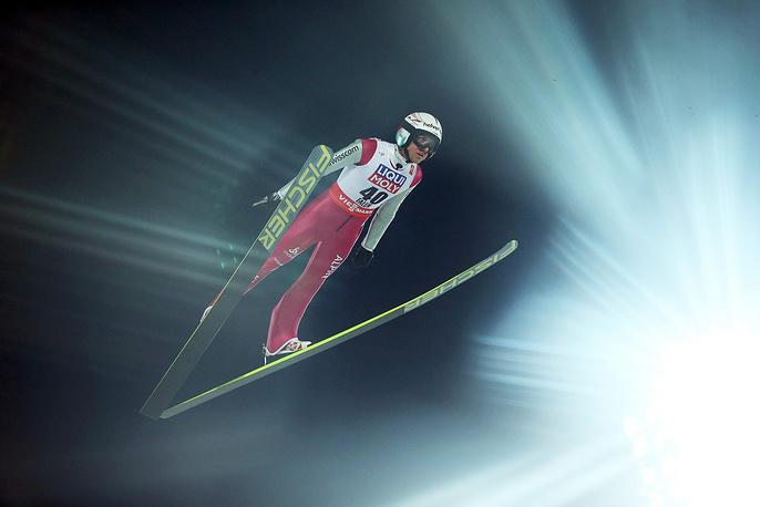 Продолжается чемпионат мира по лыжным видам спорта в Фалуне, Швеция. На фото: Симон Амман из Швейцарии во время прыжка на лыжах с трамплина, 26 февраля