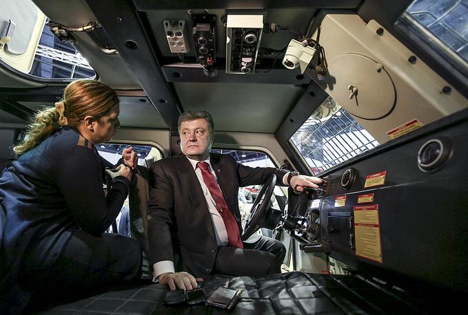 Президент Украины Петр Порошенко по итогам визита на выставку вооружения IDEX 2015 объявил о заключении ряда контрактов на поставку оружия Киеву, 24 февраля