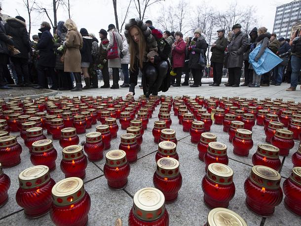 3 марта в Сахаровском центре в Москве состоялась гражданская панихида по Борису Немцову, убитому в ночь на 28 февраля. Похоронен политик на Троекуровском кладбище в Москве