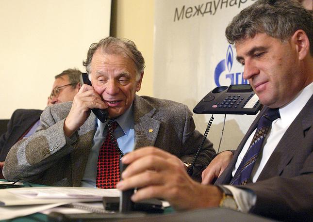 """В 2001 году Жорес Алферов учредил благотворительный Фонд поддержки образования и науки, в который ученый перечислил часть своей Нобелевской премии. В 2002 году по инициативе ученого была учреждена международная премия """"Глобальная энергия"""", впоследствии покинул оргкомитет, в 2005 году был удостоен этой премии"""