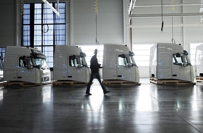 7 февраля 2015 г. компания Volvo объявила об бессрочной остановке сборки грузовиков на заводе Калуге и увольнении 30% сотрудников