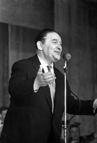 Выступает руководитель Государственного эстрадного оркестра, певец Леонид Утесов, 1958 год
