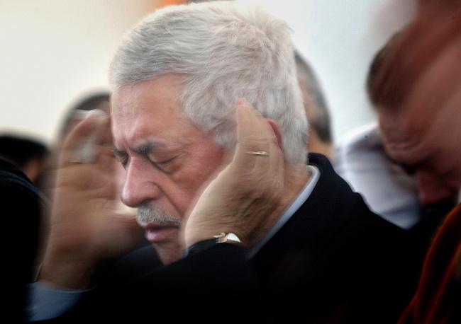 В январе 2005 года Аббас был избран на пост главы Палестинской национальной администрации. На фото: один из первых визитов Аббаса в сектор Газа после выборов