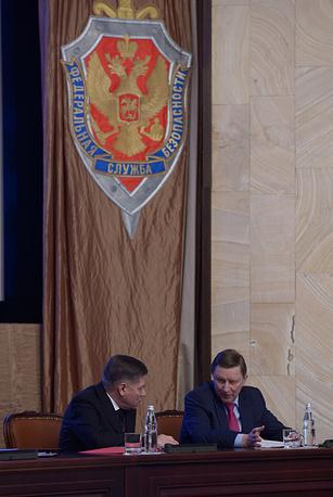 Председатель Верховного суда РФ Вячеслав Лебедев и руководитель администрации президента РФ Сергей Иванов (слева направо) на заседании коллегии Федеральной службы безопасности
