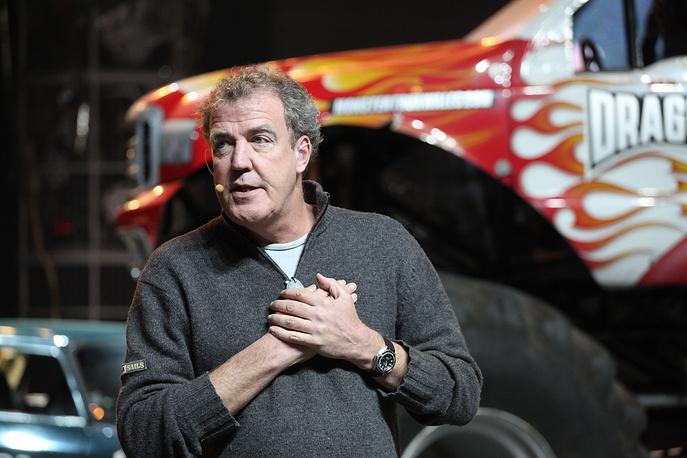 25 марта корпорация BBC уволила ведущего популярной телепередачи об автомобилях Top Gear Джереми Кларксона. Решение принято после инцидента с рукоприкладством, в центре которого в начале месяца оказался 54-летний шоумен
