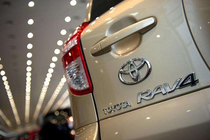 Toyota RAV4 – полноприводный в комплектации Престиж плюс – 2,5 л., 180 л.с.  В Москве страховая премия увеличится до 8785, 9 рубля.  Полис подорожает на 2539, 5 рубля.