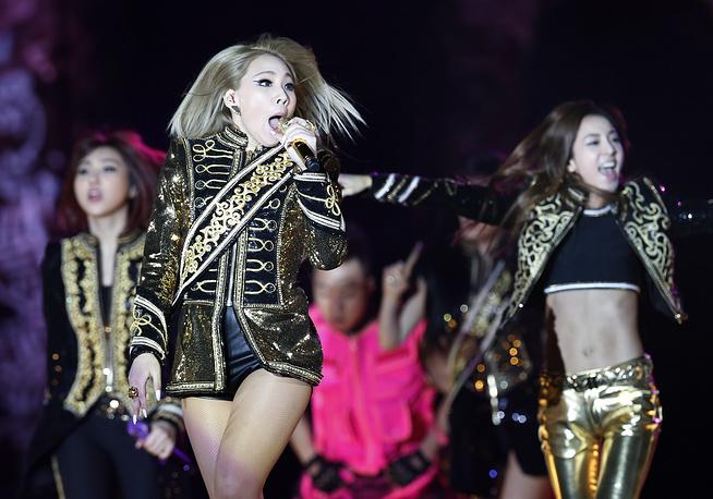 2 место. Южнокорейская певица Ли Чэ Рин, выступающая под псевдонимом CL в составе поп-группы 2NE1 (в центре) - 6,9%