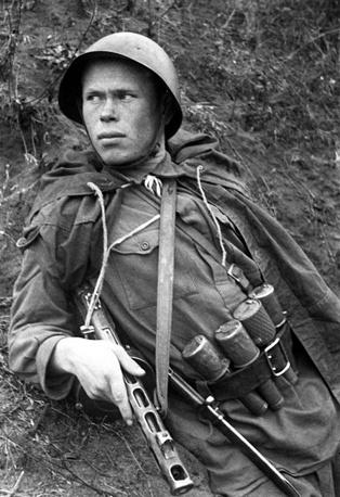 Разведчик Н. Романов - один из многих героев битвы в Сталинграде, 1942 год