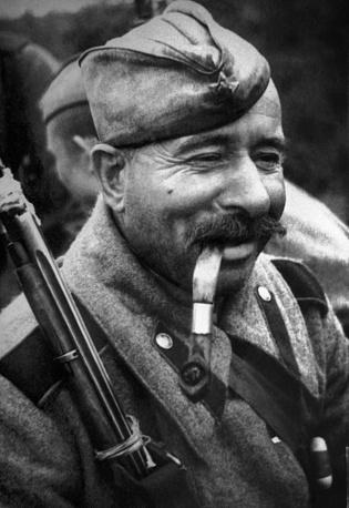 Советский солдат на отдыхе. Германия, 1945 год