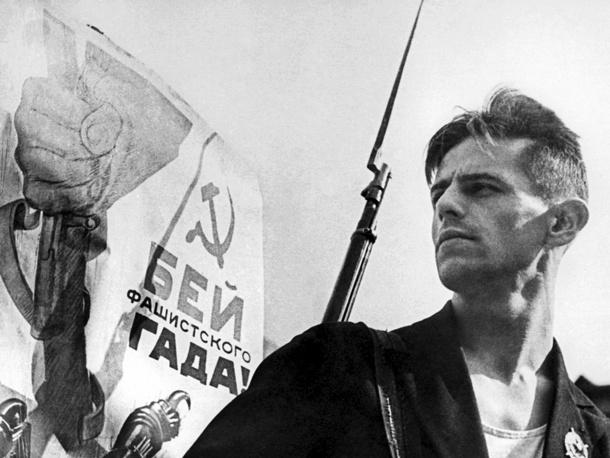 Лыжник Трунов, участник боев с белофиннами, вступил добровольцем в Народное ополчение. Ленинград, 1941 год