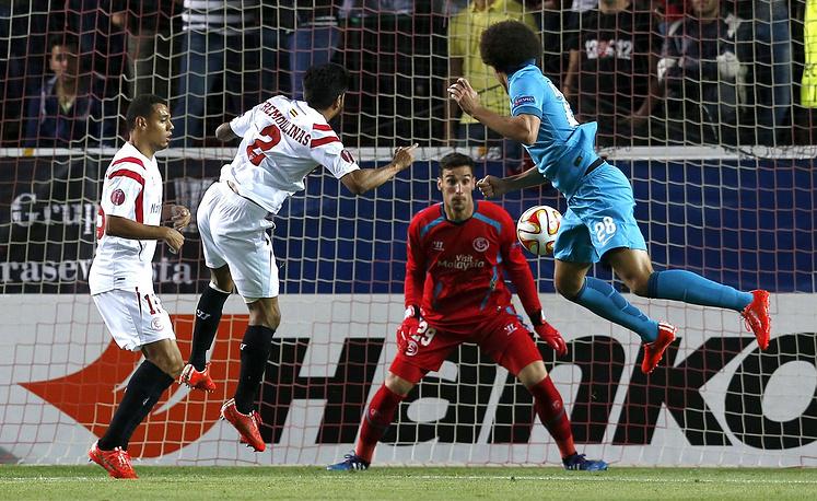 """Футболисты """"Зенита"""" потерпели поражение от """"Севильи"""" в первом четвертьфинальном матче Лиги Европы. Встреча, прошедшая в Севилье, завершилась со счетом 1:2. Ответная игра состоится 23 апреля"""