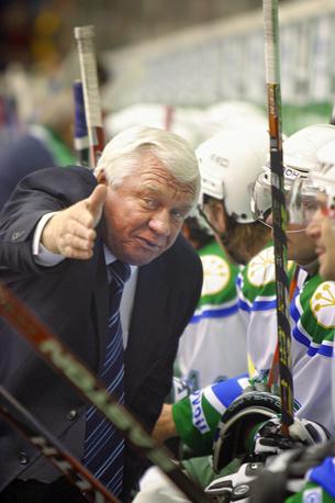 Наставник уфимской команды во время матча чемпионата России