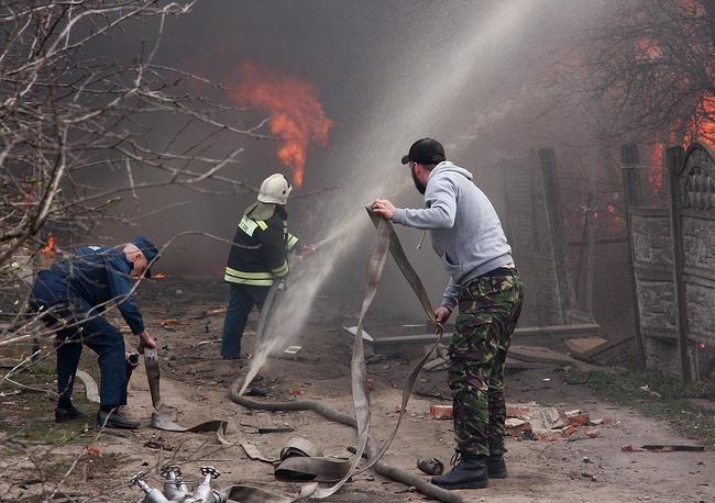 Тушение пожара на складе магазина пиротехники