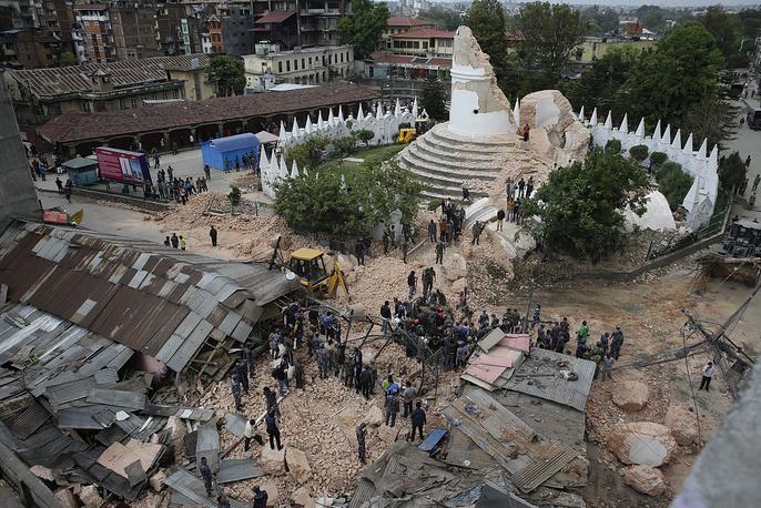 В результате землетрясения была разрушена одна из главных достопримечательностей Непала - башня Дхарахара, находящаяся в центральной части Катманду. Башня была построена в 1832 года по указу королевы Лалит Трипурасундари Тхапы