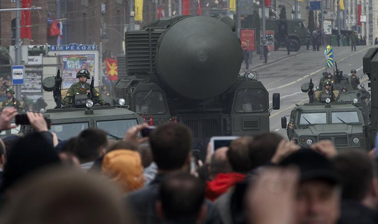 """Ракетные комплексы """"Тополь-М"""" во время подготовки в военному параду, 2014 г."""