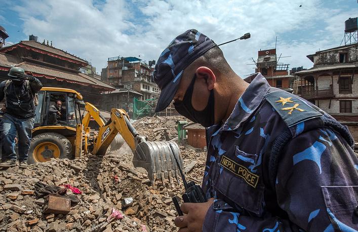Разбор завалов в Катманду