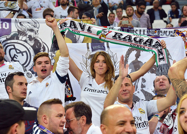 Болельщики мадридского клуба на трибунах стадиона в Турине