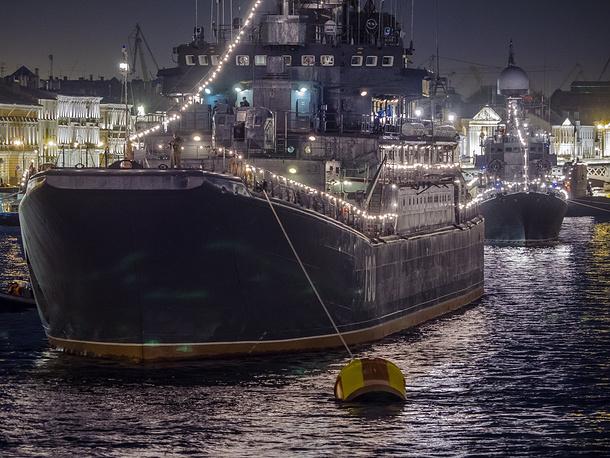 """Большой десантный корабль (БДК) """"Королев"""" в акватории Невы"""
