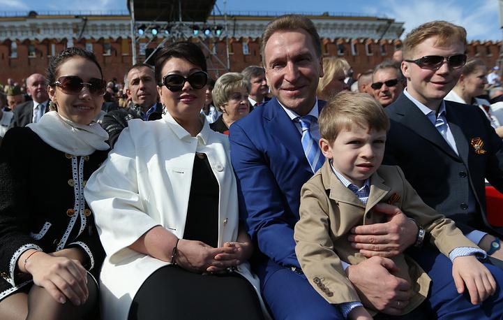 Вице-премьер РФ Игорь Шувалов с семьей