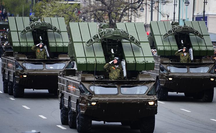 Военная техника во время парада во Владивостоке