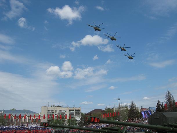 Военная техника во время парада в Самаре